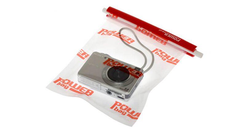 Fotoaparat, neprepustno zaprt v Power Seal vrečko z zapiralom Power Seal.