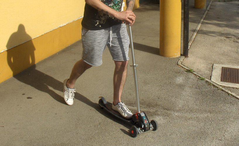 Trikolesni skiro Streetboard je dovolj trpežen tudi za odrasle.