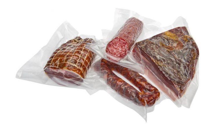 Zavakuumirana salama, bržola, klobasa in slanina.