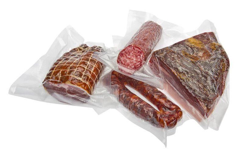 Zavakumirana salama, buđola, kobasice i slanina.