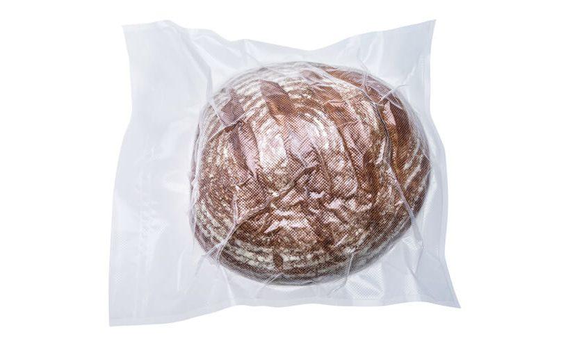 Zavakumiran hljebac kruha u XL vrećici.